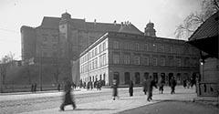 Wawel i kamienica Dębno. 1933.