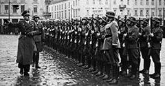 Hans Frank na Placu Kolejowym. 1939.